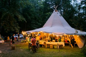 Tipi120 mit Partybeleuchtung